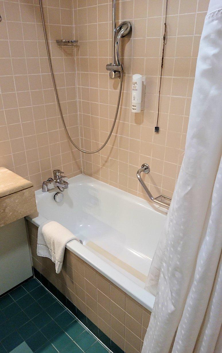 ナポリのホテルの部屋の様子3