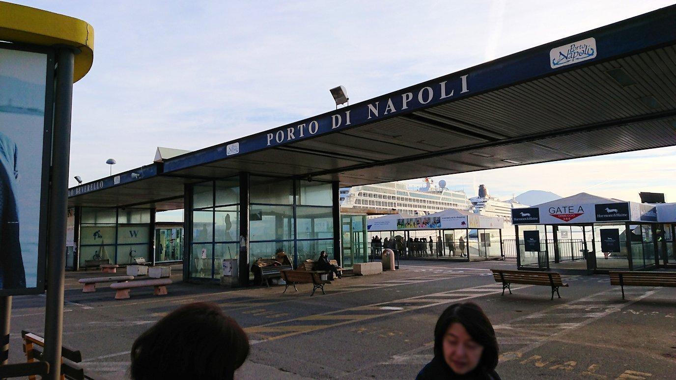 ナポリの港に到着2