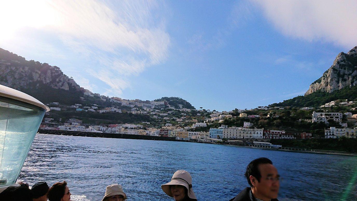 カプリ島から青の洞窟を見に行く船からの景色2