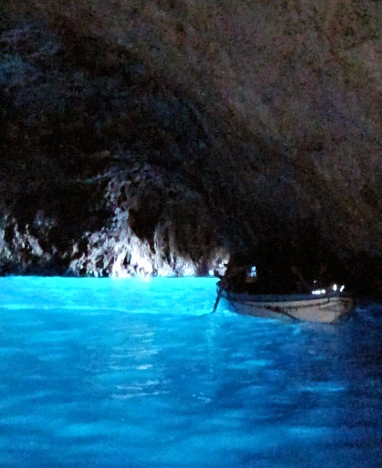 2019年4月14日にカプリ島の青の洞窟に入れた時の様子7