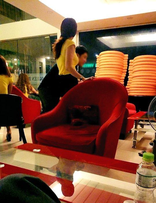 ホーチミン7区で日本人に人気のマッサージ店「クイーン・ビー」のロビーの様子-4