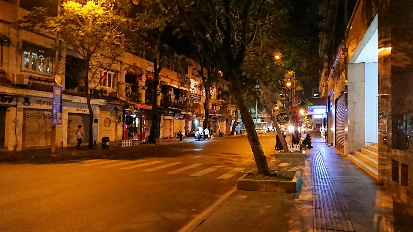 深夜のホーチミン市内を歩く