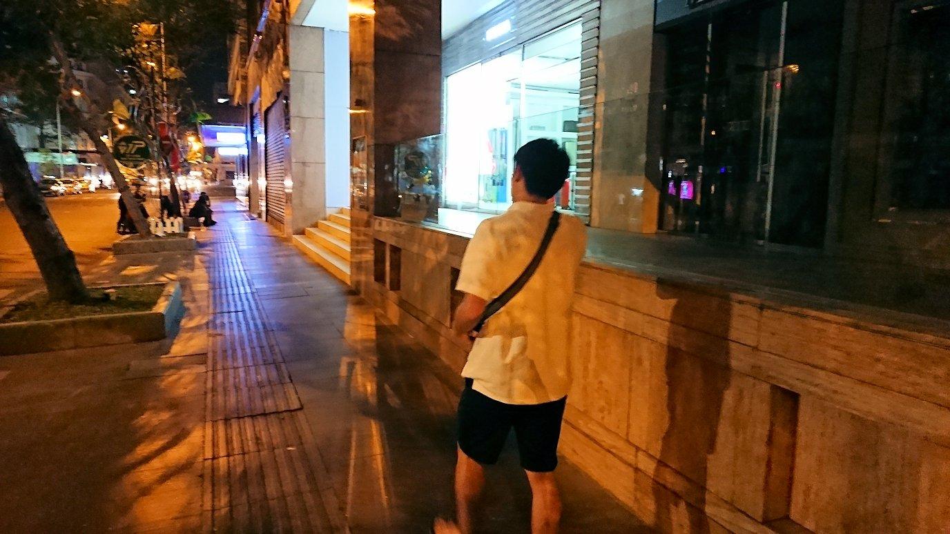 深夜のホーチミン市内を歩く2