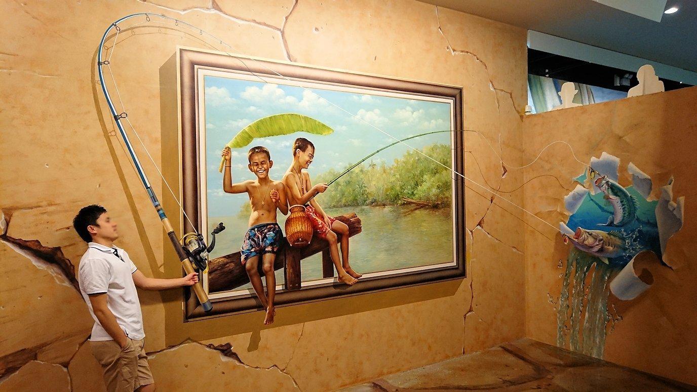 トリックアートミュージアム「アーティナス」でポーズを次々繰り出す漢7