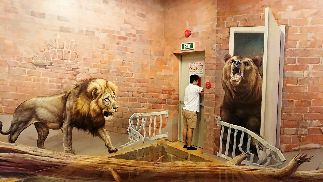 トリックアートミュージアム「アーティナス」でポーズを次々繰り出す漢9