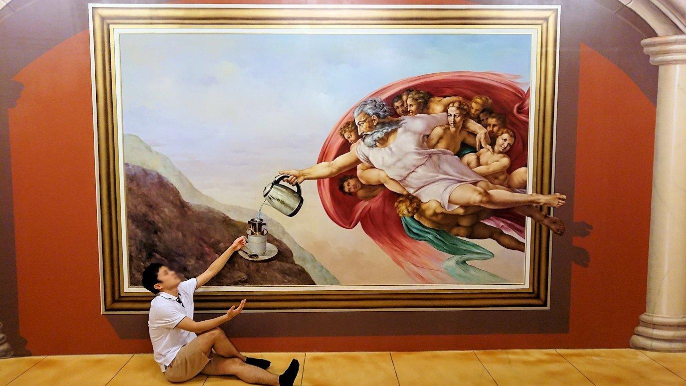 トリックアートミュージアム「アーティナス」で暴れる2人組5