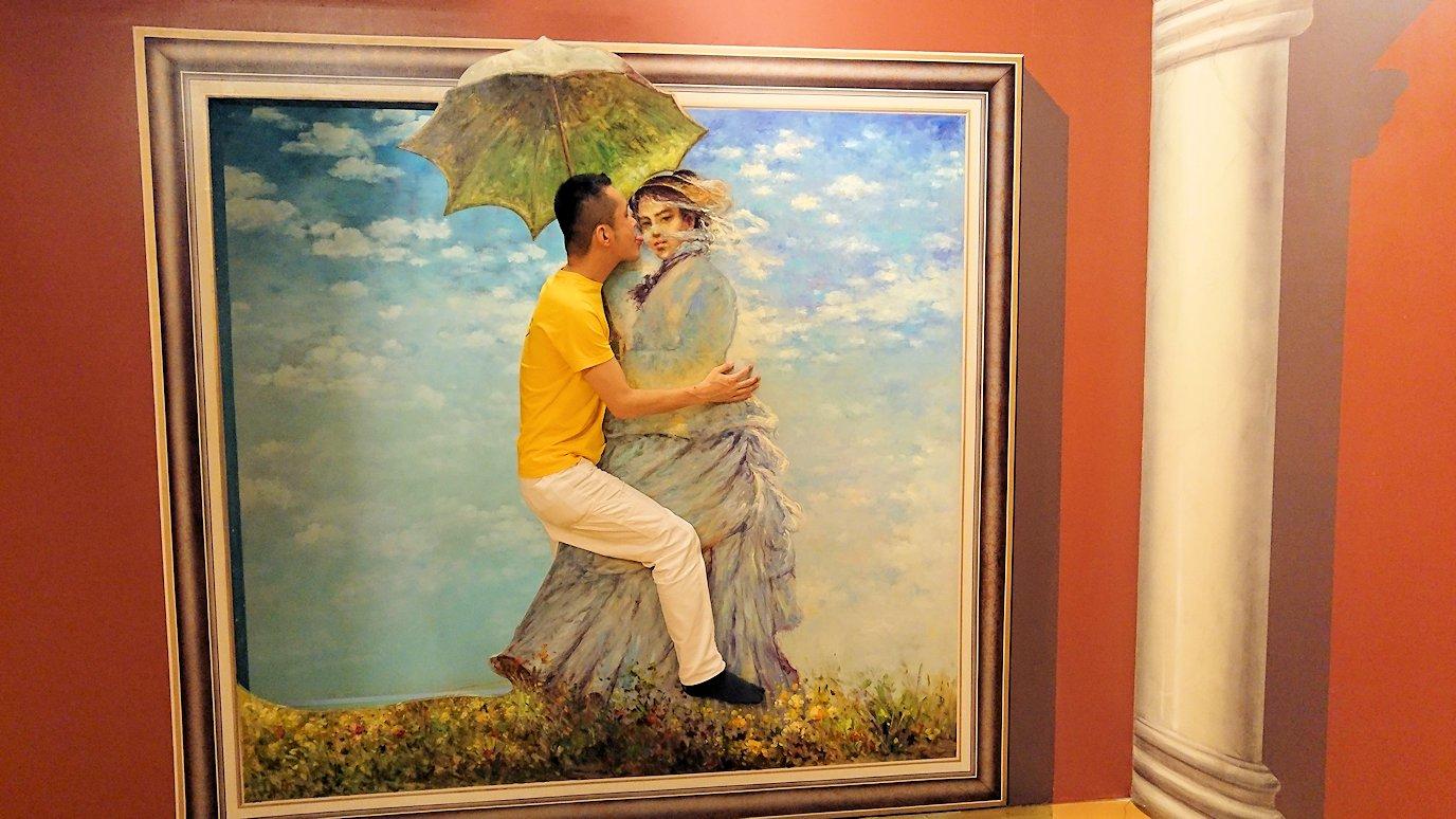 トリックアートミュージアム「アーティナス」で暴れる2人組8