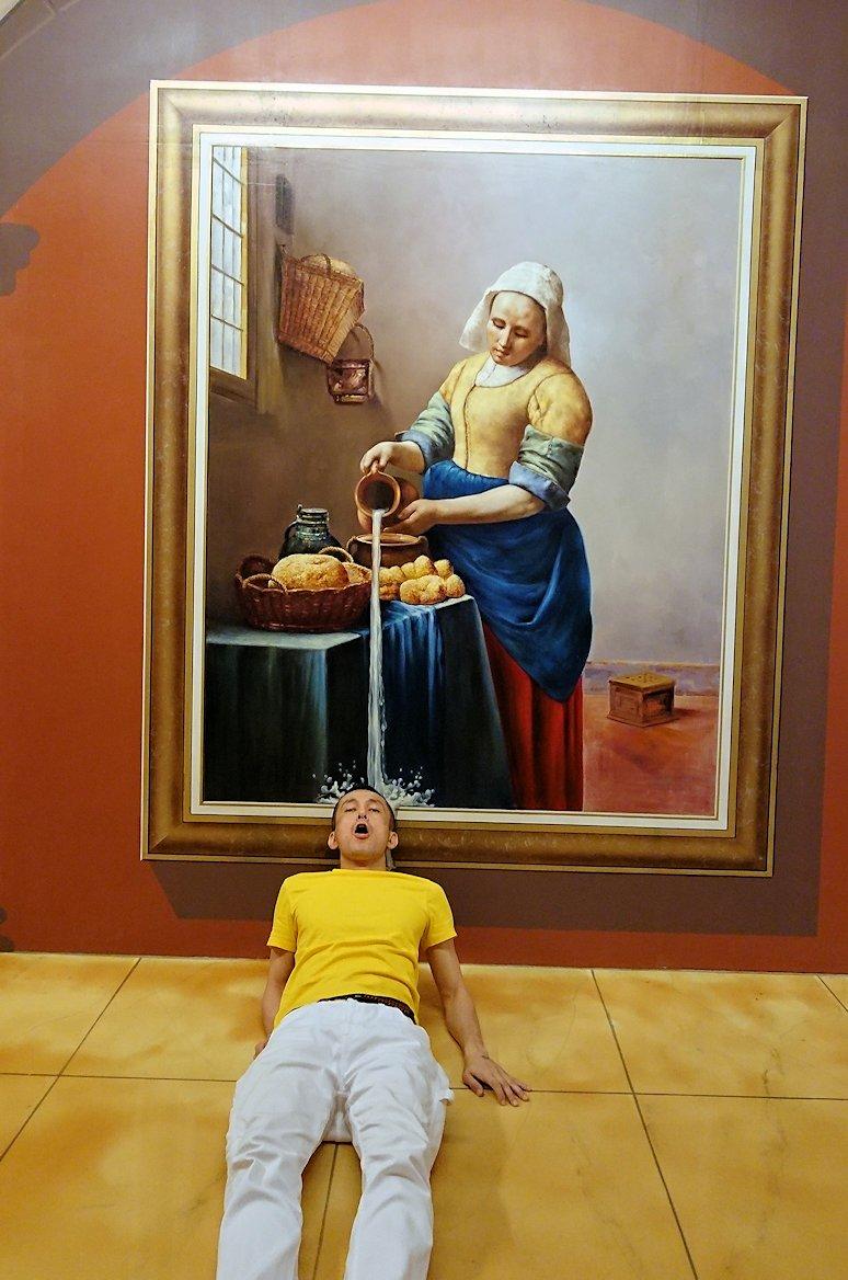 トリックアートミュージアム「アーティナス」で暴れる2人組10