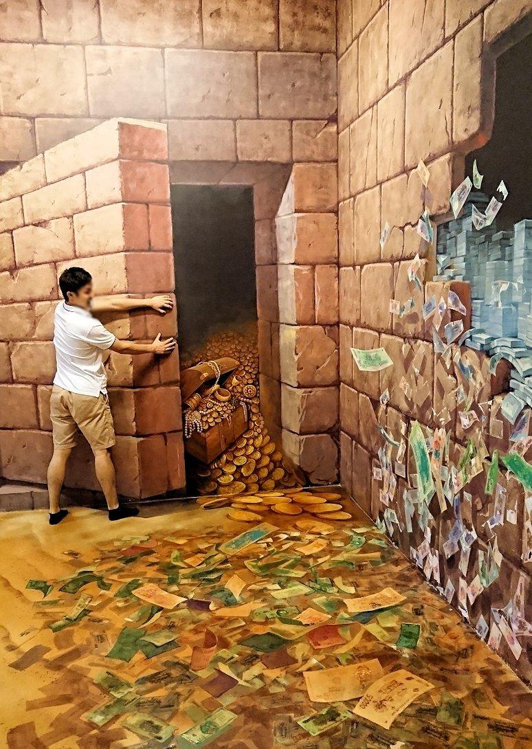 トリックアートミュージアム「アーティナス」の2階に突入
