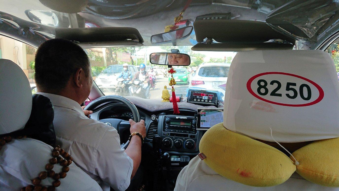 サイゴンスカイデッキにタクシーで向かう道中3