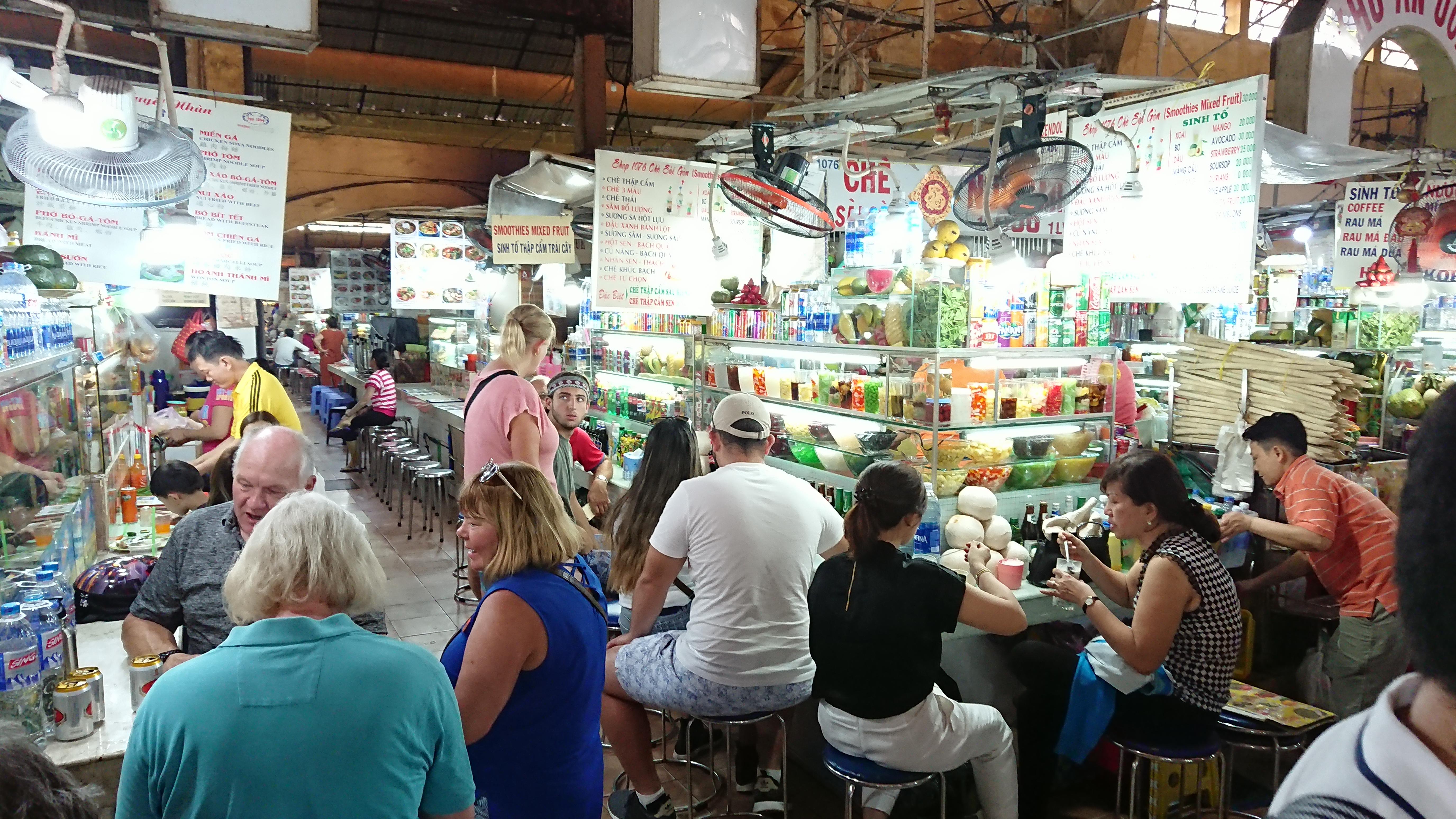 ベンタン市場をグルグル回って観光