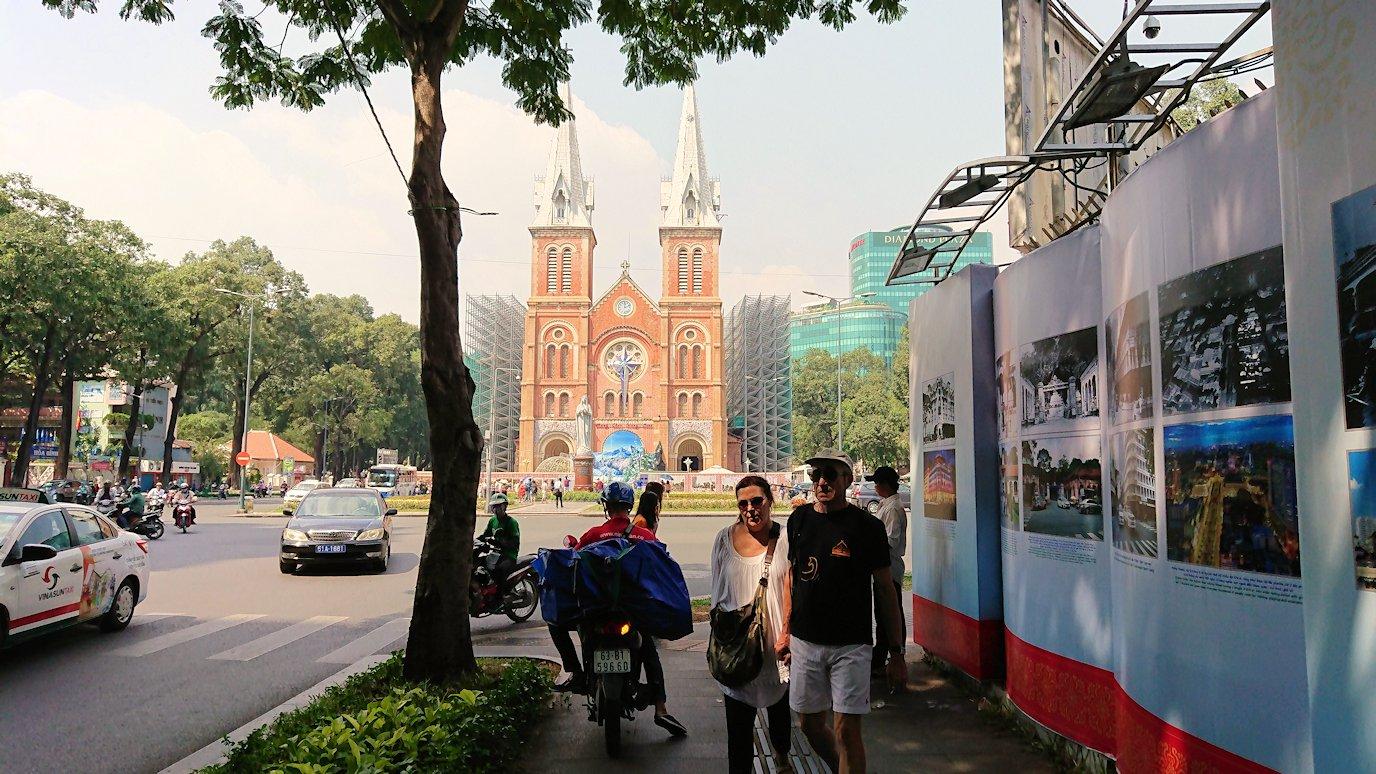 サイゴン大教会にたどり着く