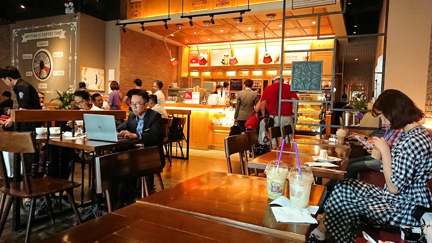 ホーチミン市内のカフェで昼食を食べることに5