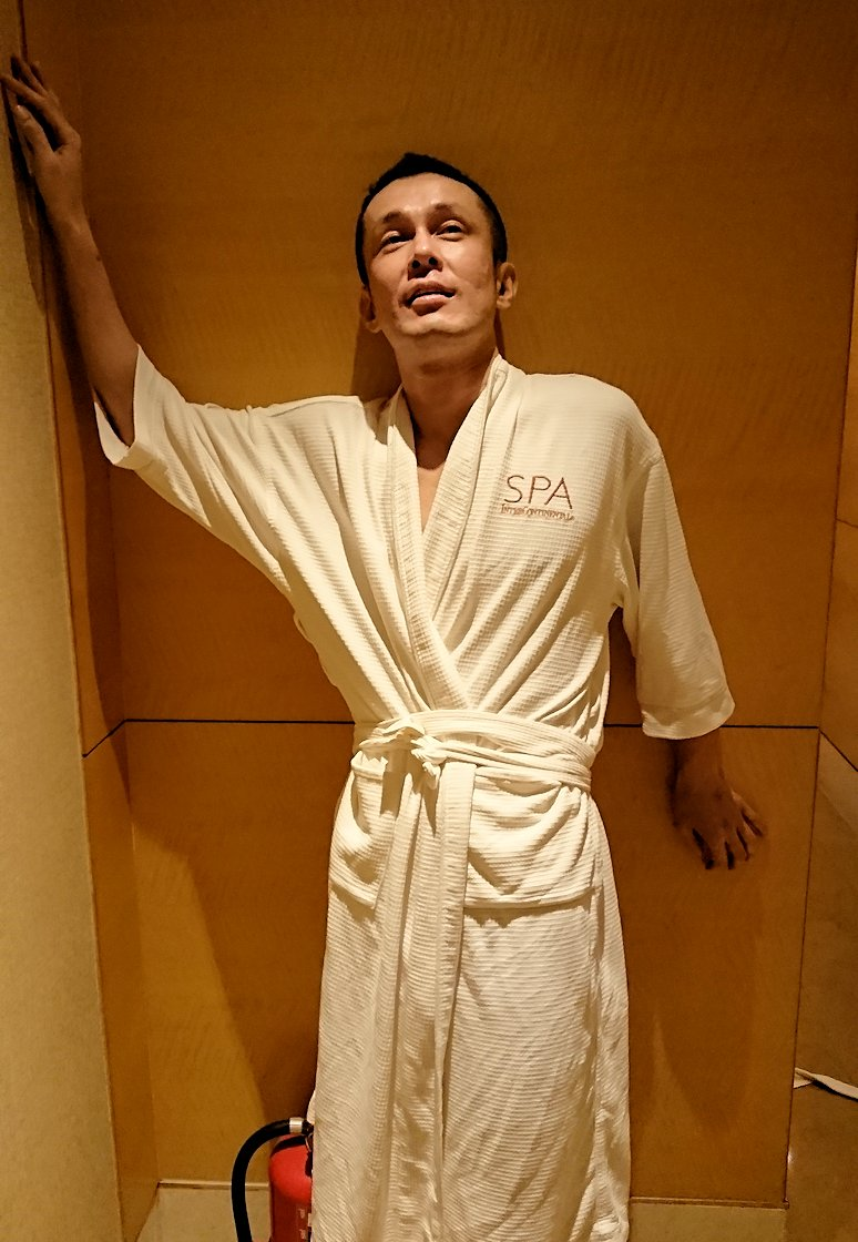 ホーチミン市内のインターコンチネンタルホテルのスパ180分を体験し喜ぶ漢5