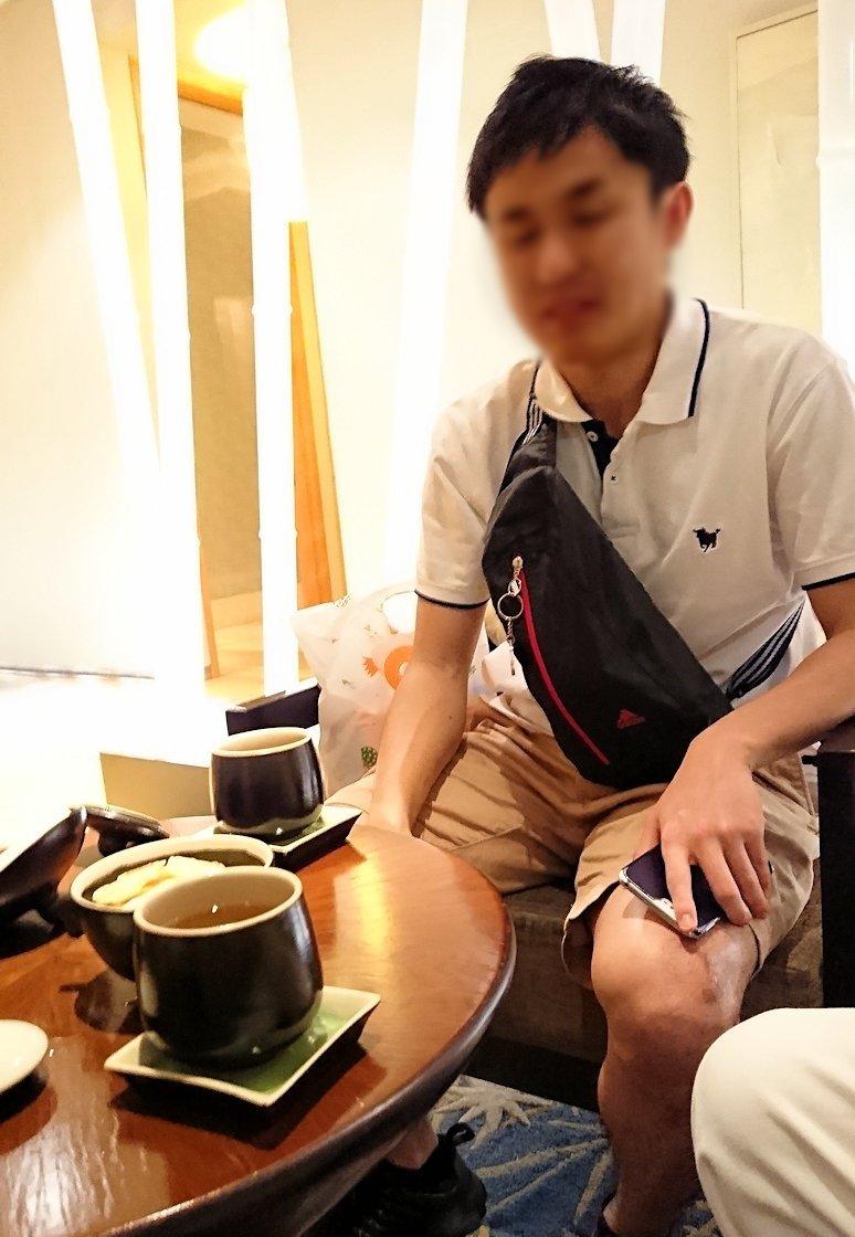 ホーチミン市内のインターコンチネンタルホテルのスパ180分を体験し喜ぶ漢8