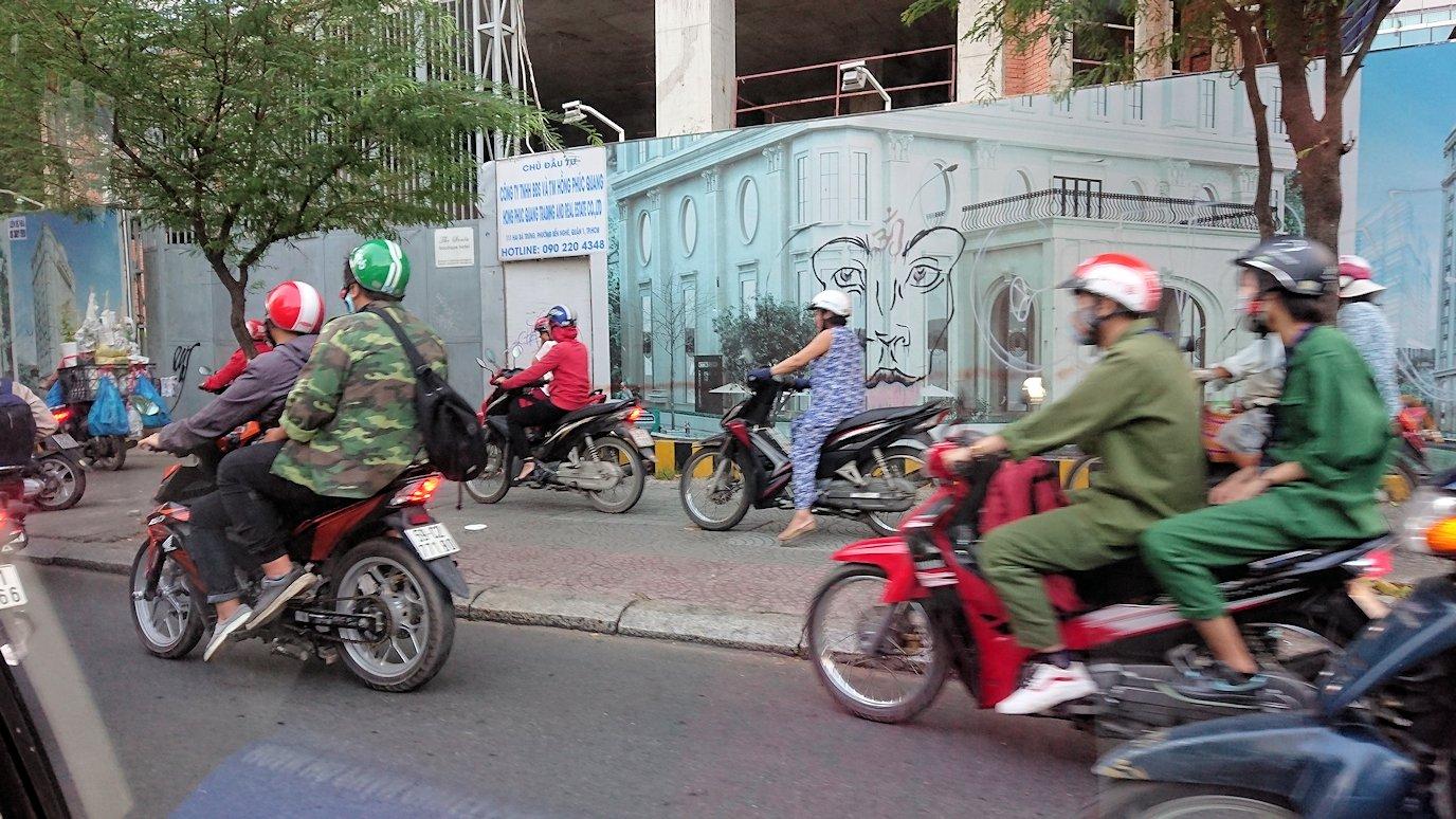 ベトナム最終日もクイーンビーにタクシーで向かう途中に見えた光景