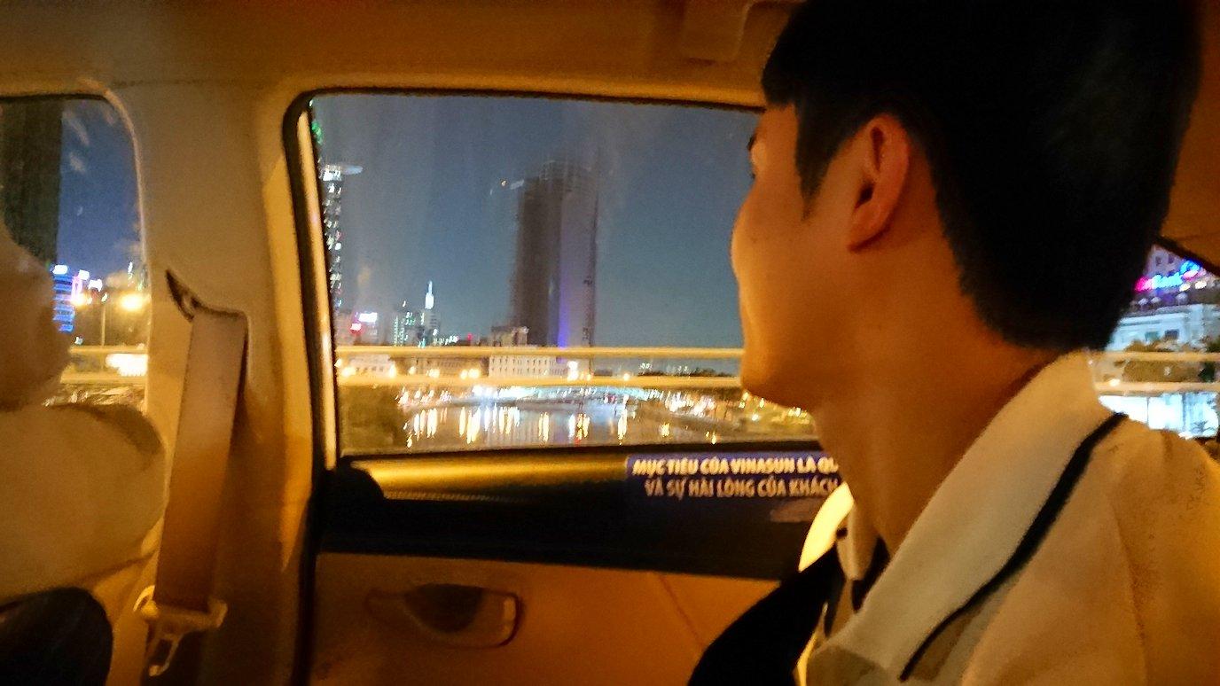ホーチミン7区のクイーンビーを受けて終了し帰りのタクシーにて6