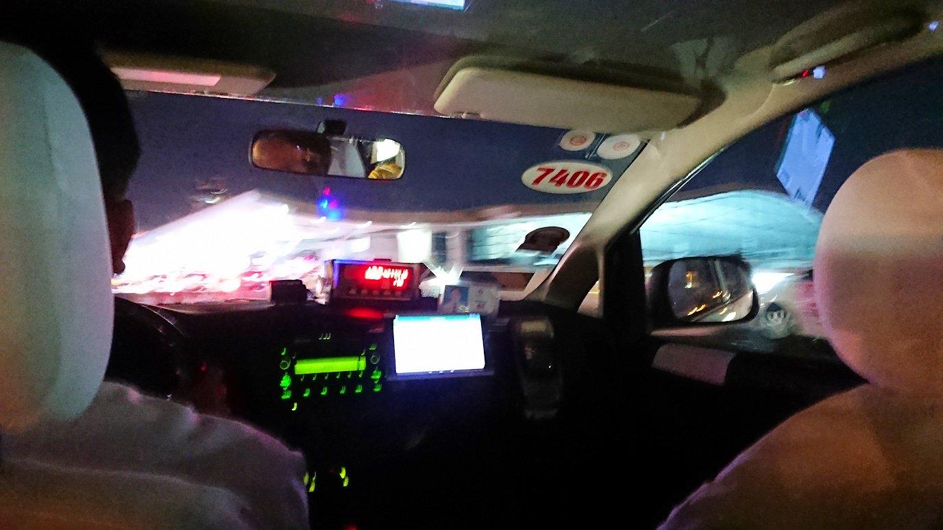 ホーチミン市内から空港へ向かうタクシー4
