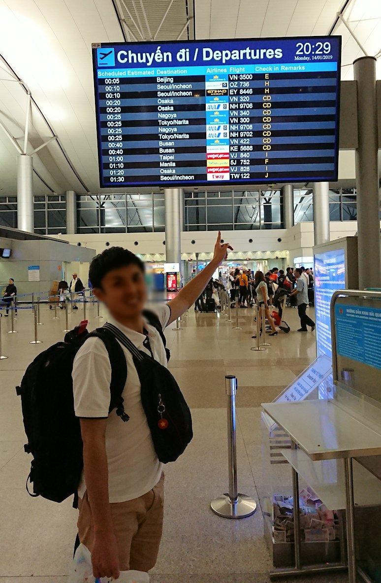 タンソンニャット国際空港の中に入る3