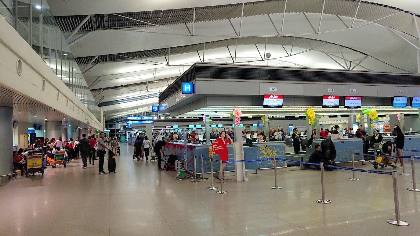 タンソンニャット国際空港の中に入る4