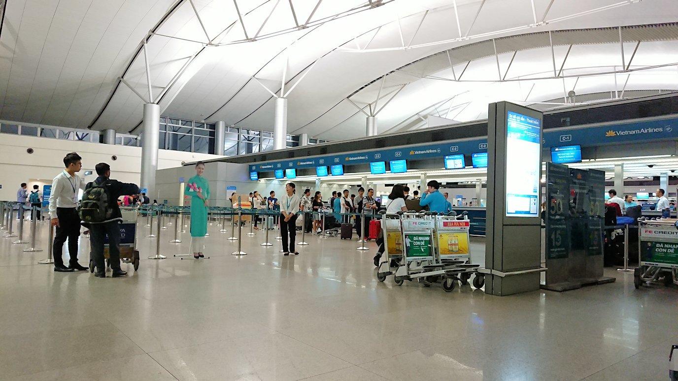 タンソンニャット国際空港の中に入る7