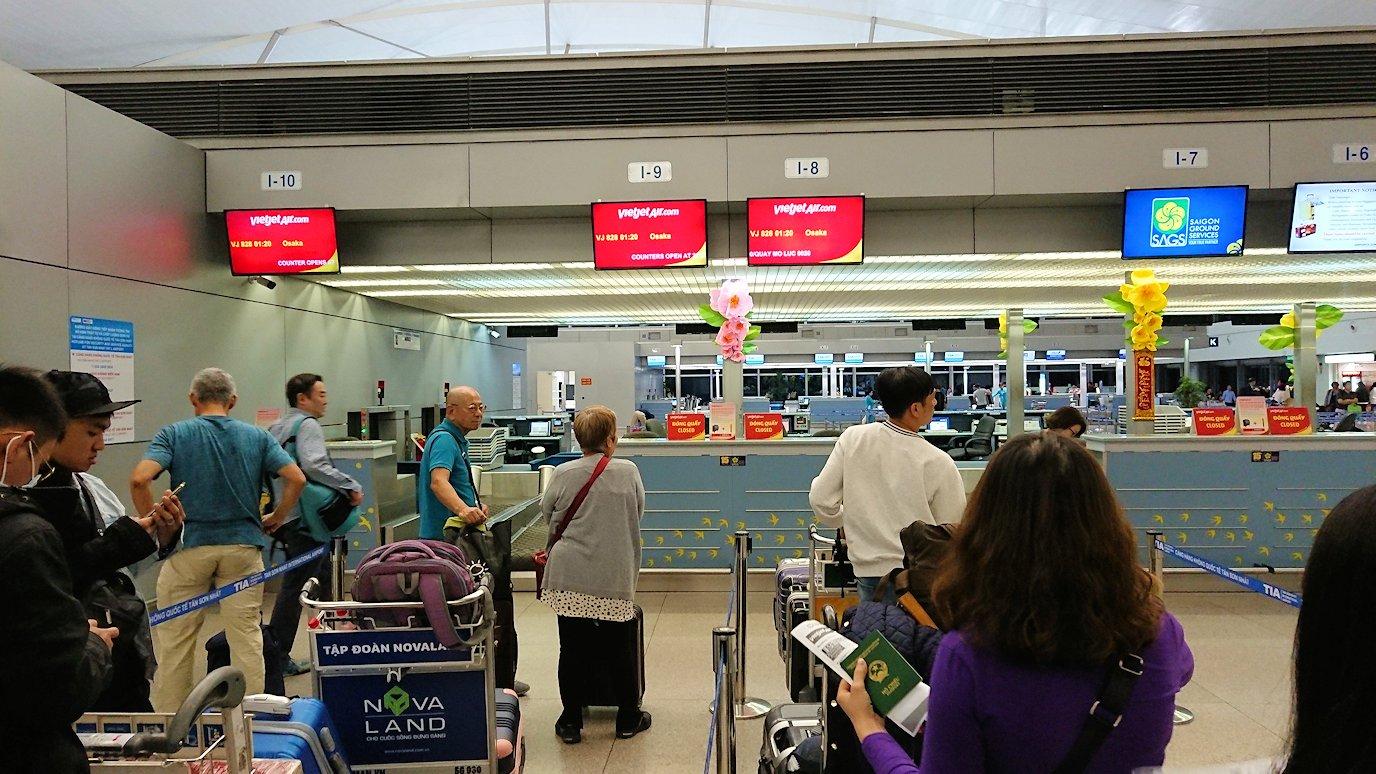 タンソンニャット国際空港でやっとベトジェットエアにチェックイン