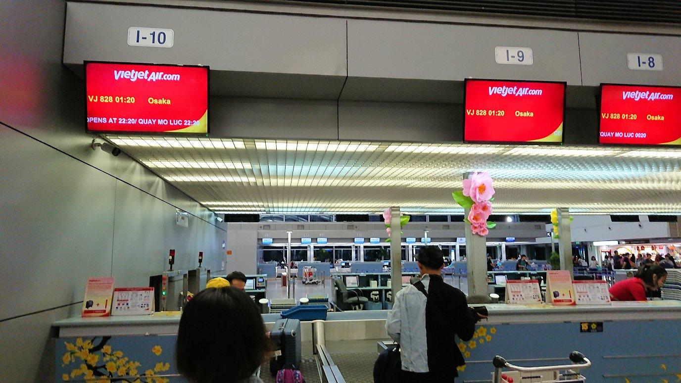 タンソンニャット国際空港でやっとベトジェットエアにチェックイン2
