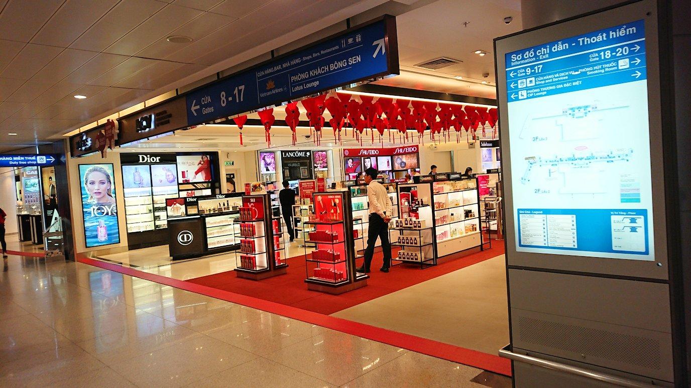 タンソンニャット国際空港でやっとベトジェットエアにチェックインしターミナル内に入る