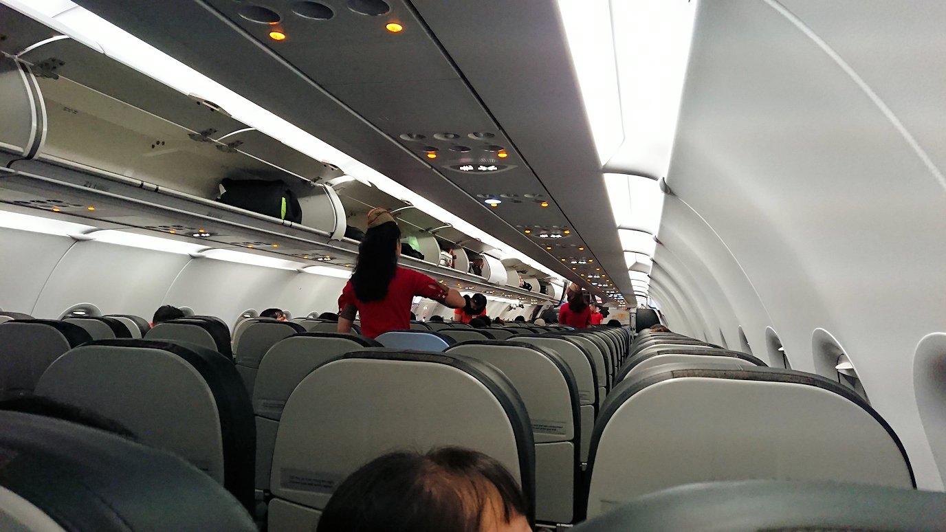 タンソンニャット国際空港から帰るベトジェットエアの機内の様子