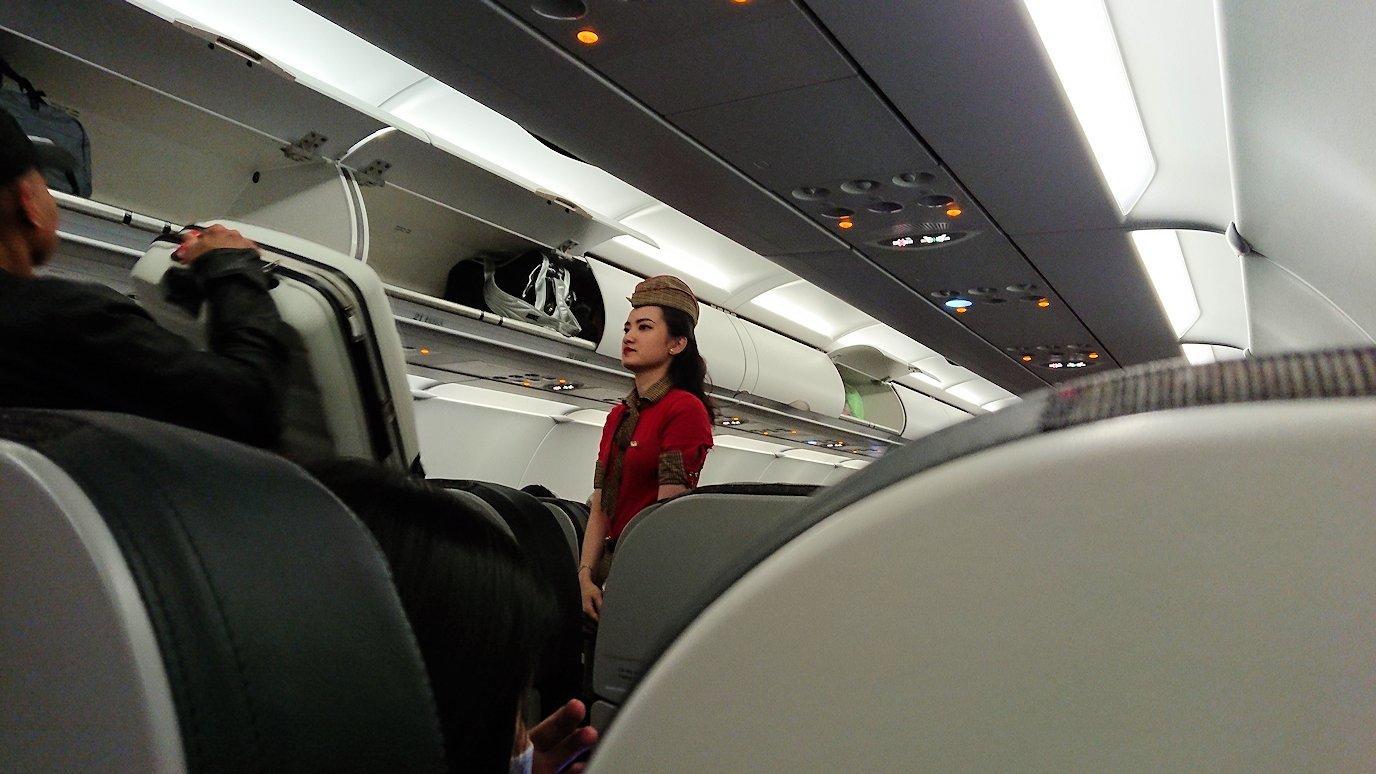 タンソンニャット国際空港から帰るベトジェットエアの機内の様子2