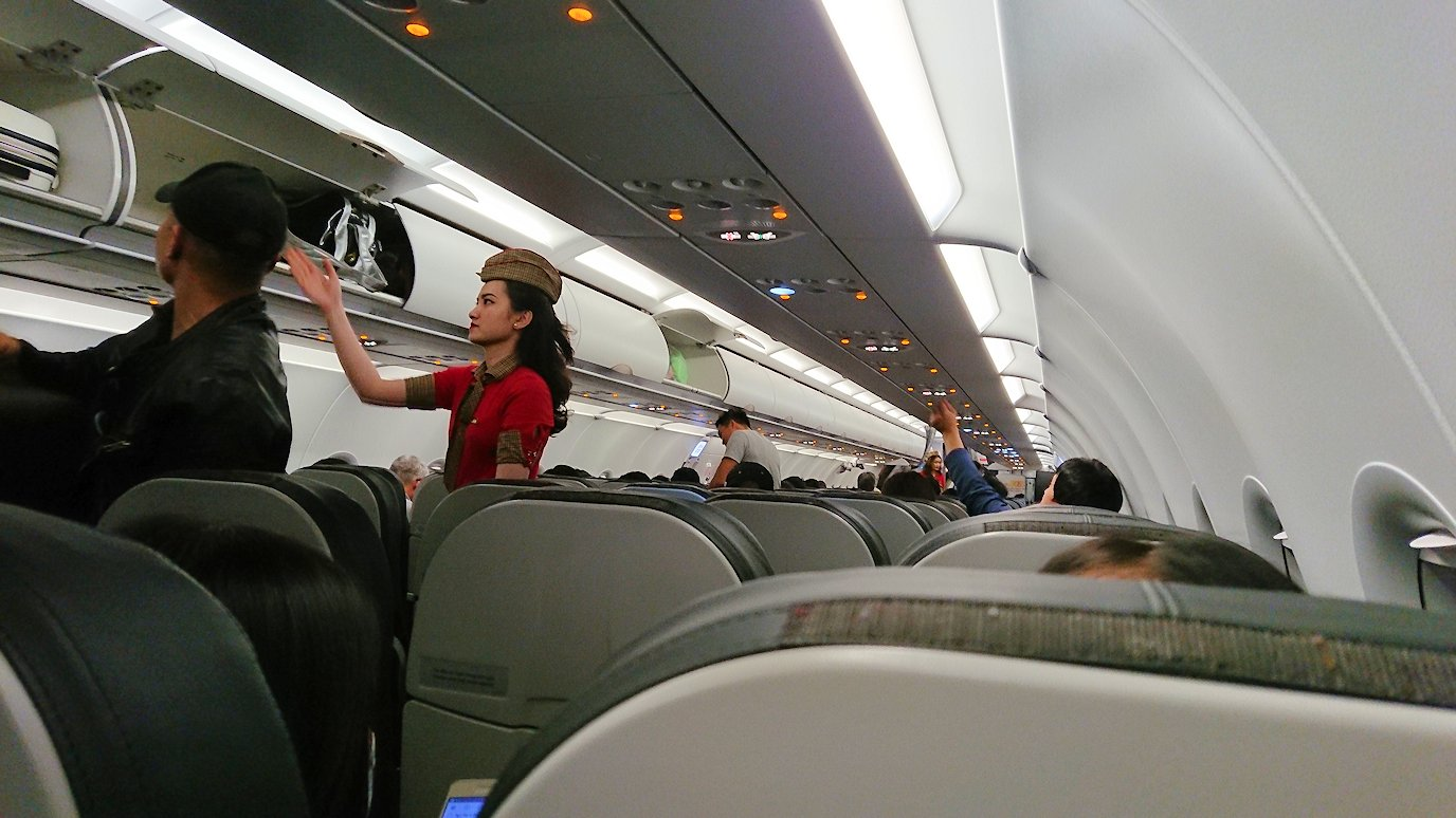タンソンニャット国際空港から帰るベトジェットエアの機内の様子3