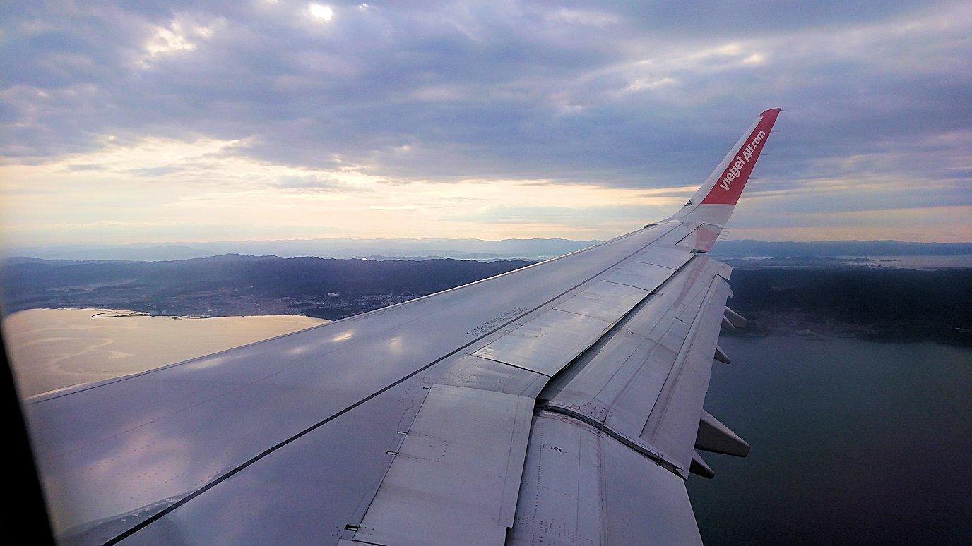 タンソンニャット国際空港から帰るベトジェットエアの機内の景色4