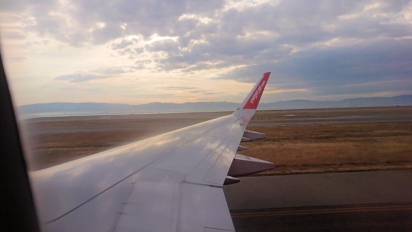 タンソンニャット国際空港から帰るベトジェットエアの機内の景色5