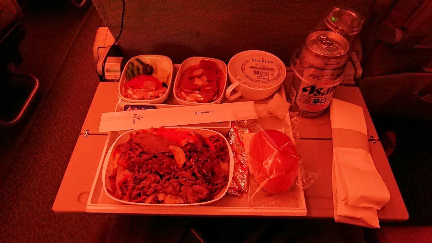関西国際空港からのフライトで乗ったA380の一食目の機内食