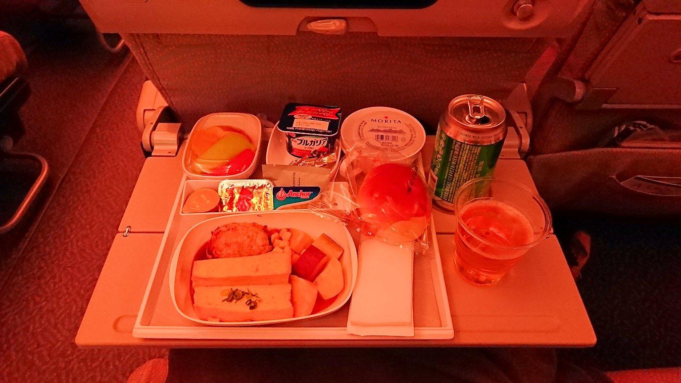 関西国際空港からのフライトで乗ったA380の2食目の機内食
