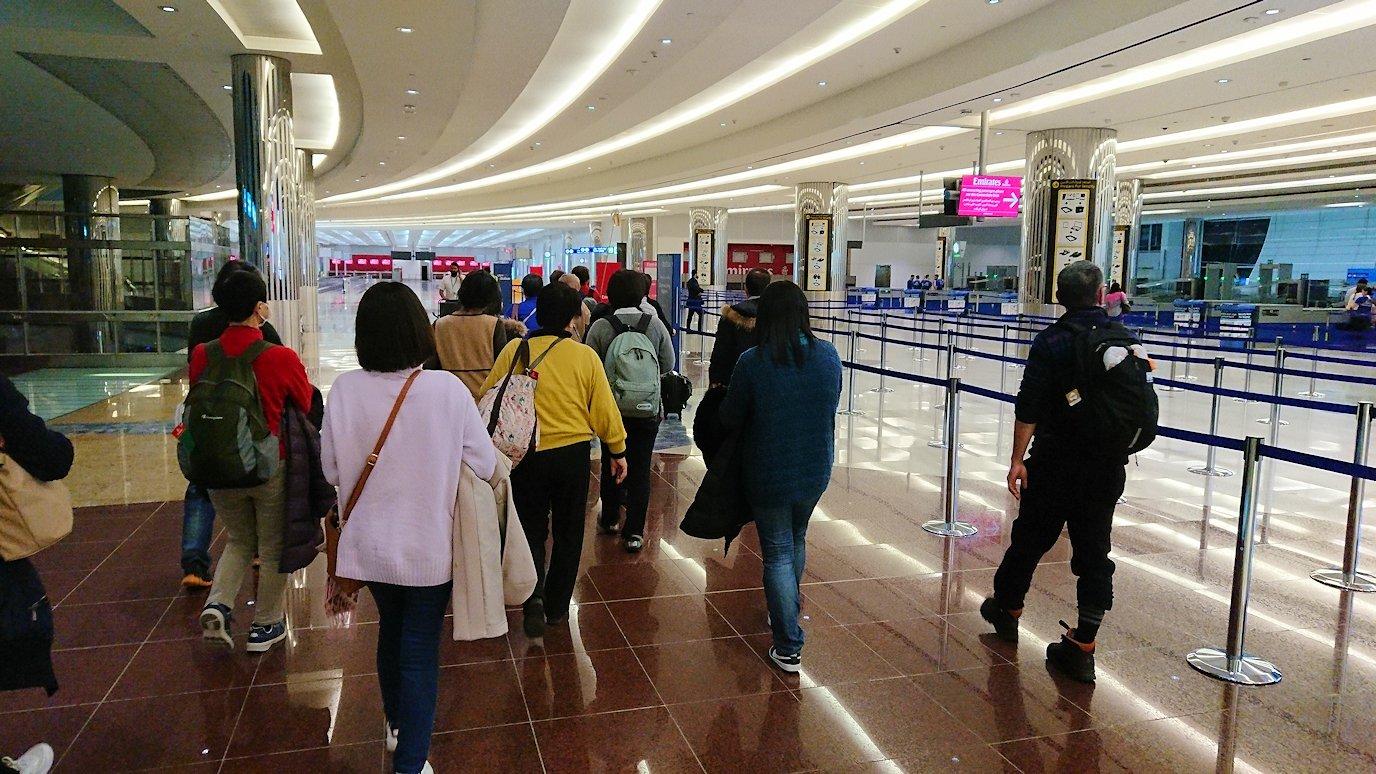 関西国際空港からのフライトでドバイ空港に到着3