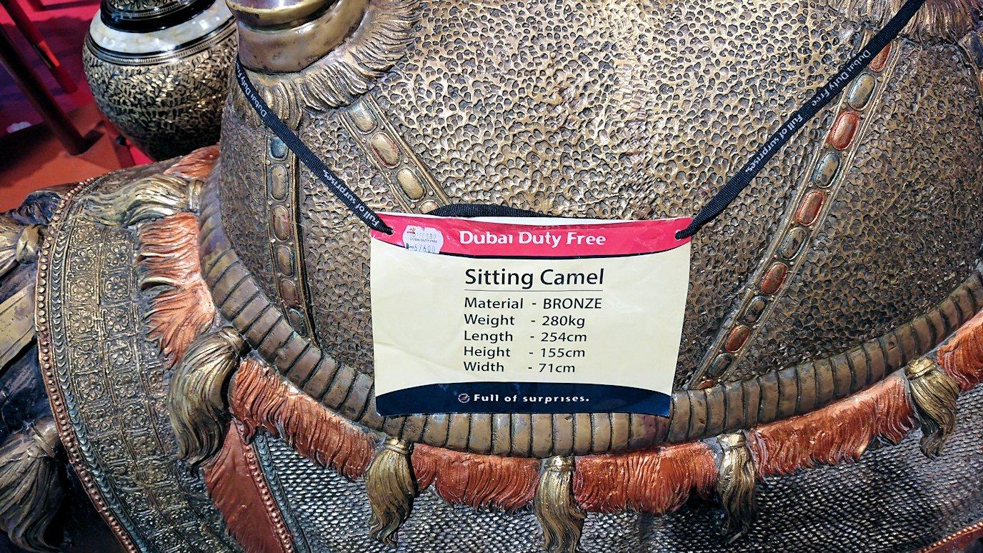 ドバイ空港内で売っているラクダの置物の値段
