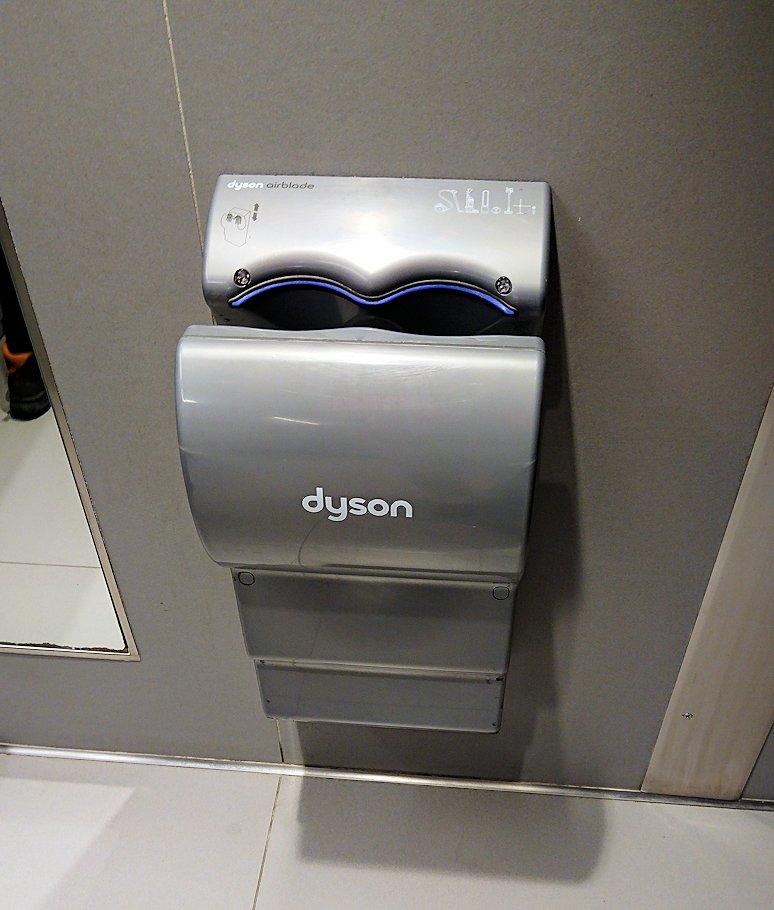 ギリシャ空港のトイレの洗浄機