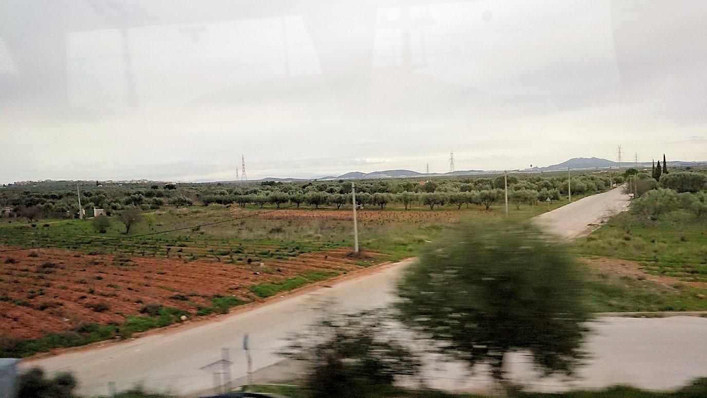 アテネ空港からバスに乗って移動する途中の風景2