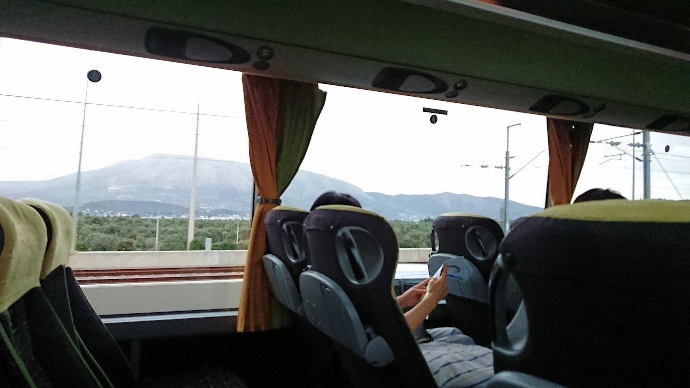 アテネ空港からバスに乗って移動する途中の風景3