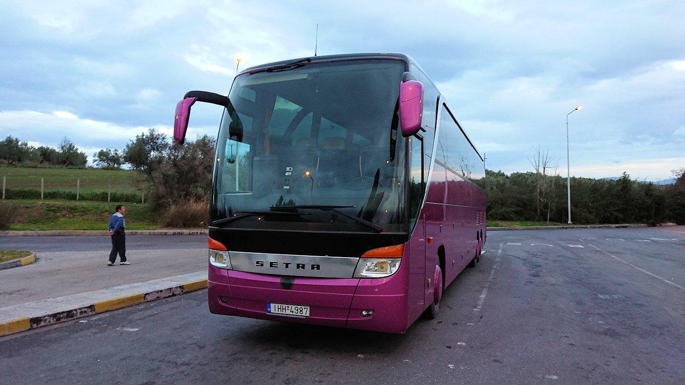 アテネ空港からバスに乗って移動