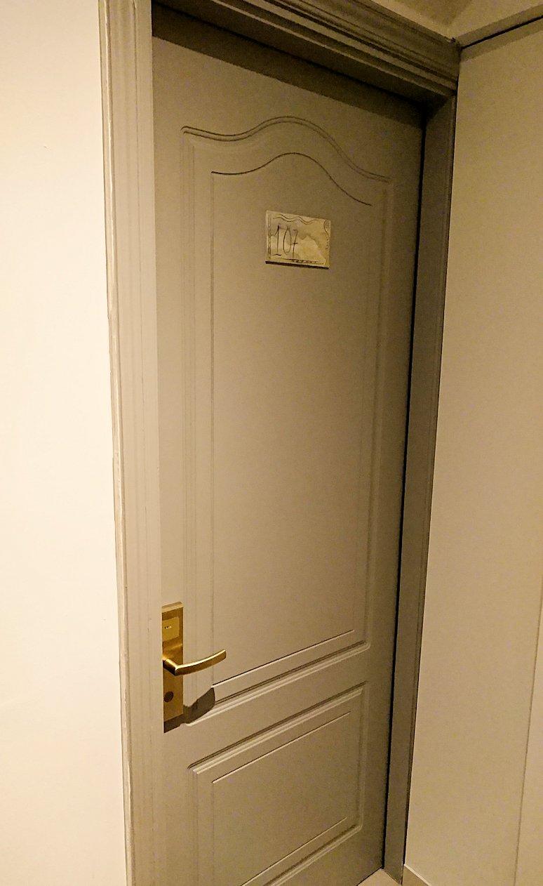 今晩宿泊するデルフィのホテルの部屋の様子6