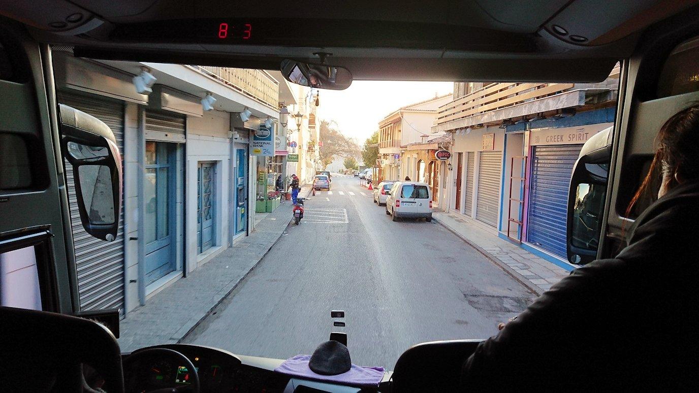 デルフィ遺跡に向かうバスの中から見た道中