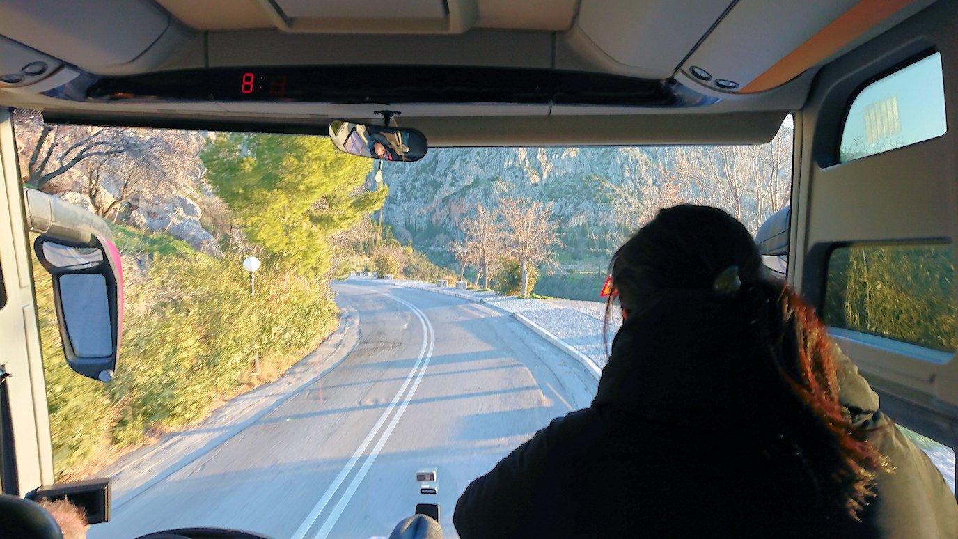 デルフィ遺跡に向かうバスの中から見た道中3