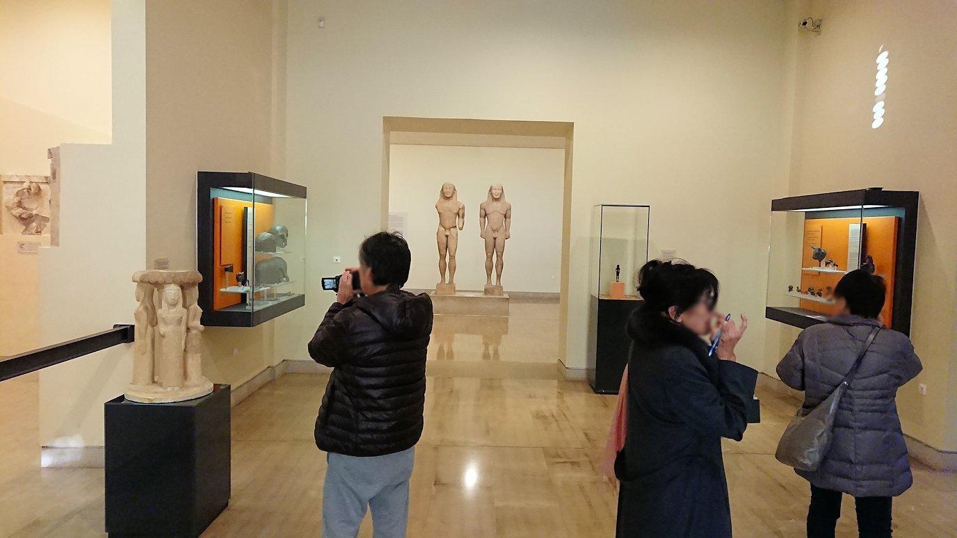 デルフィ遺跡の博物館内に入る