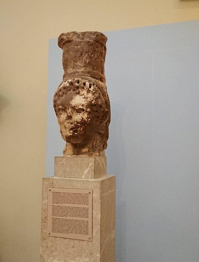 デルフィ遺跡の博物館内に展示されている像2
