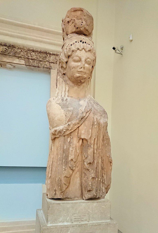 デルフィ遺跡の博物館内の像