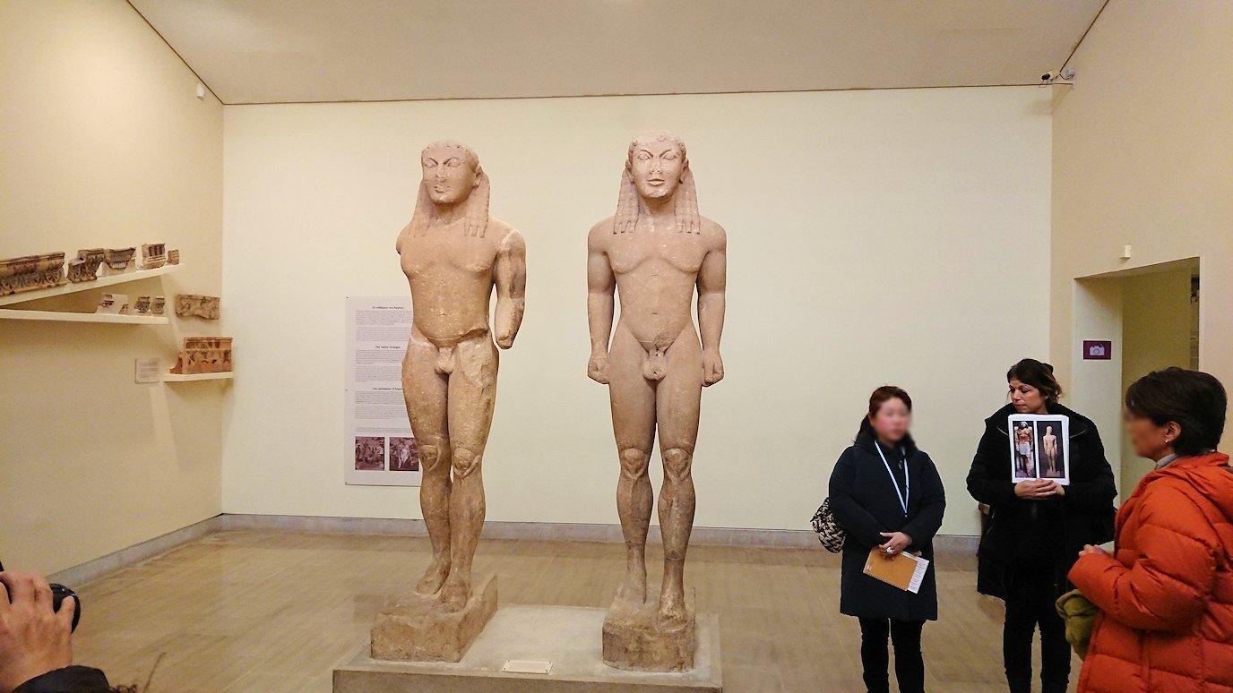 デルフィ遺跡の博物館内のアルゴスの兄弟像