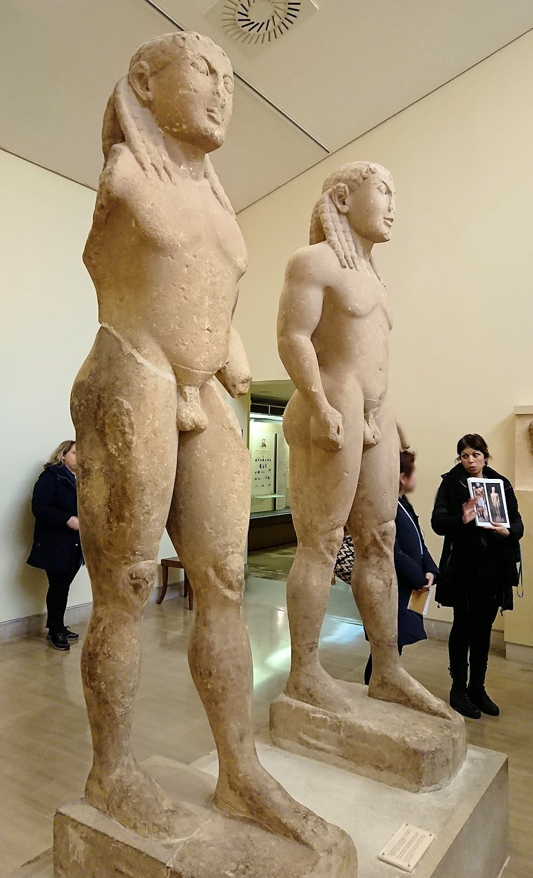 デルフィ遺跡の博物館内のアルゴスの兄弟像2