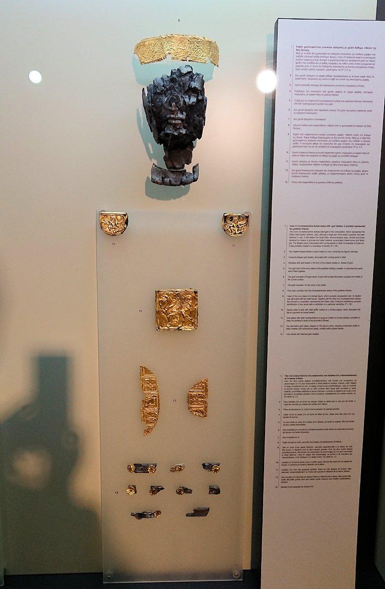 デルフィ遺跡の博物館内のアポロンの飾りブース3